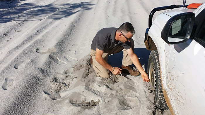 Prepare for sand driving by reducing tyre pressure in your four-wheel drive wheels.