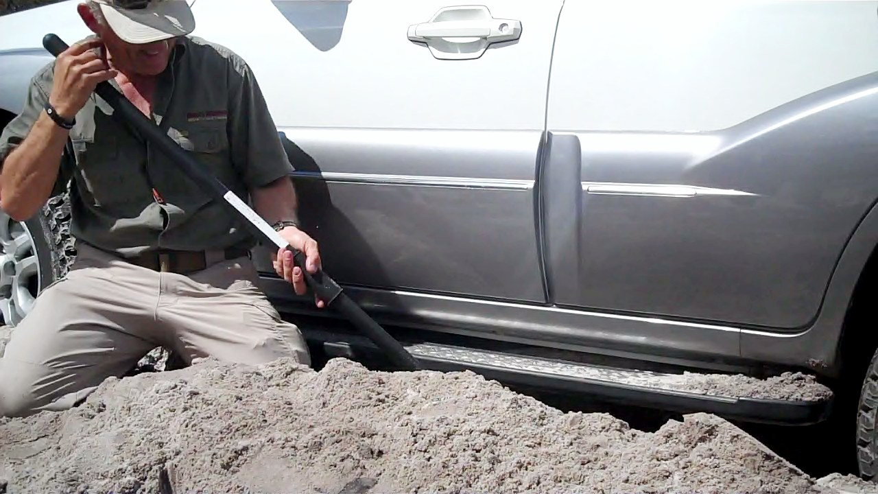 Glynn demonstrating digging out a four-wheel drive in beach sand 4WD driver trainer course.